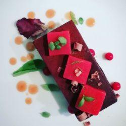 Tartufo al cioccolato, frutti di bosco e fragola